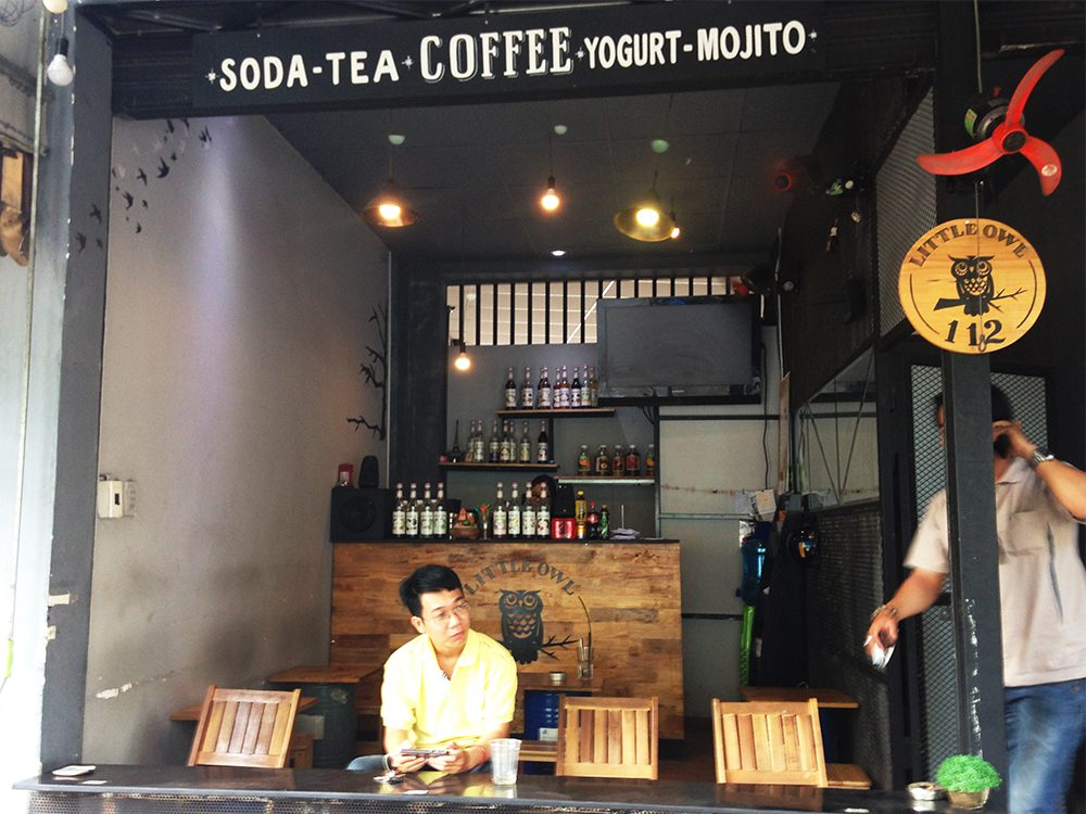 This open-air coffee shop sells $1 glasses of iced coffee