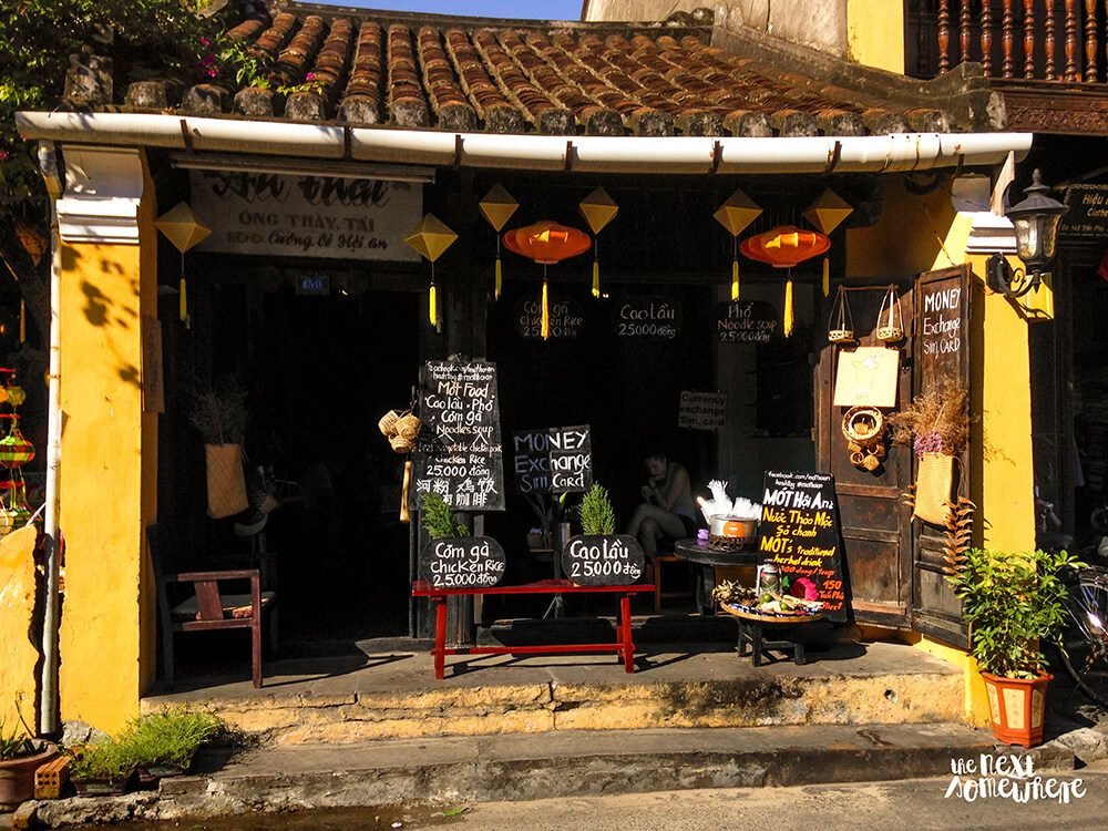 things to do in hoi an cao lau mot hoi an